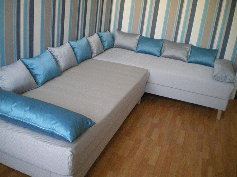 La vitrine de l 39 atelier b nisterie d coration for Meuble au dessus du lit
